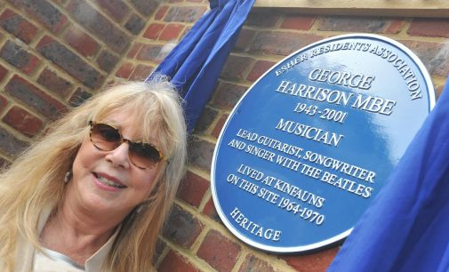 Beatles guitarist George Harrison blue plaque unveiled by first wife Pattie Boyd at former Esher home – Get Surrey
