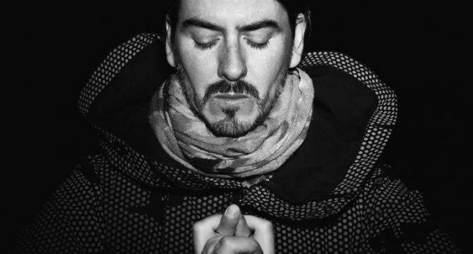 """Dhani Harrison Announces Winter 2017 Tour Dates and Unveils Dark New Song """"Admiral Of Upside Down""""   mxdwn.com"""