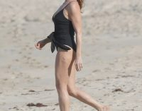 Stella McCartney continues to showcase toned figure   Daily Mail Online