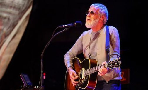 Cat Stevens delivers as Qld crowd jumps aboard peace train | Fraser Coast Chronicle