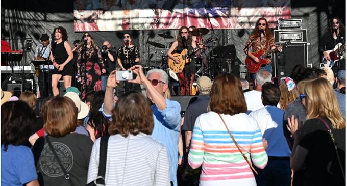 Thousands attend Penny Lane at Park in Jeffersonville   News   newsandtribune.com